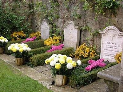 15+flowers+on+graves