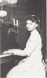16 17 03 01 Elisabeth -piano