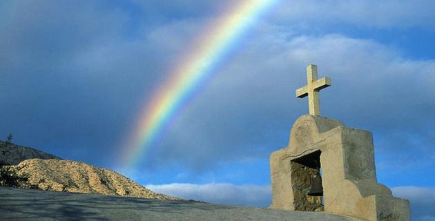 croix arc en ciel