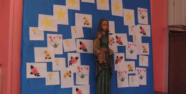 Marche avec nous Marie, sur nos chemins de Foi !