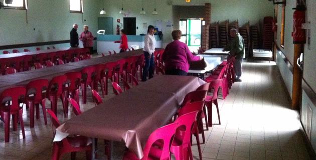 Les préparatifs dans la belle salle des fêtes de Dompierre sur Helpe