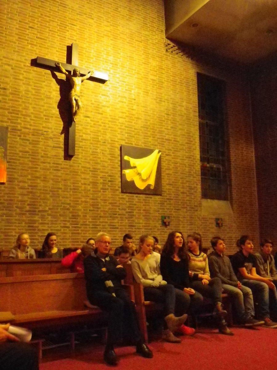 012- Priere du soir a la Chapelle