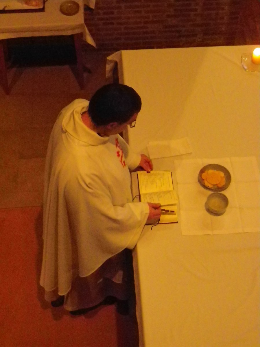 022- Pendant la messe du samedi matin...