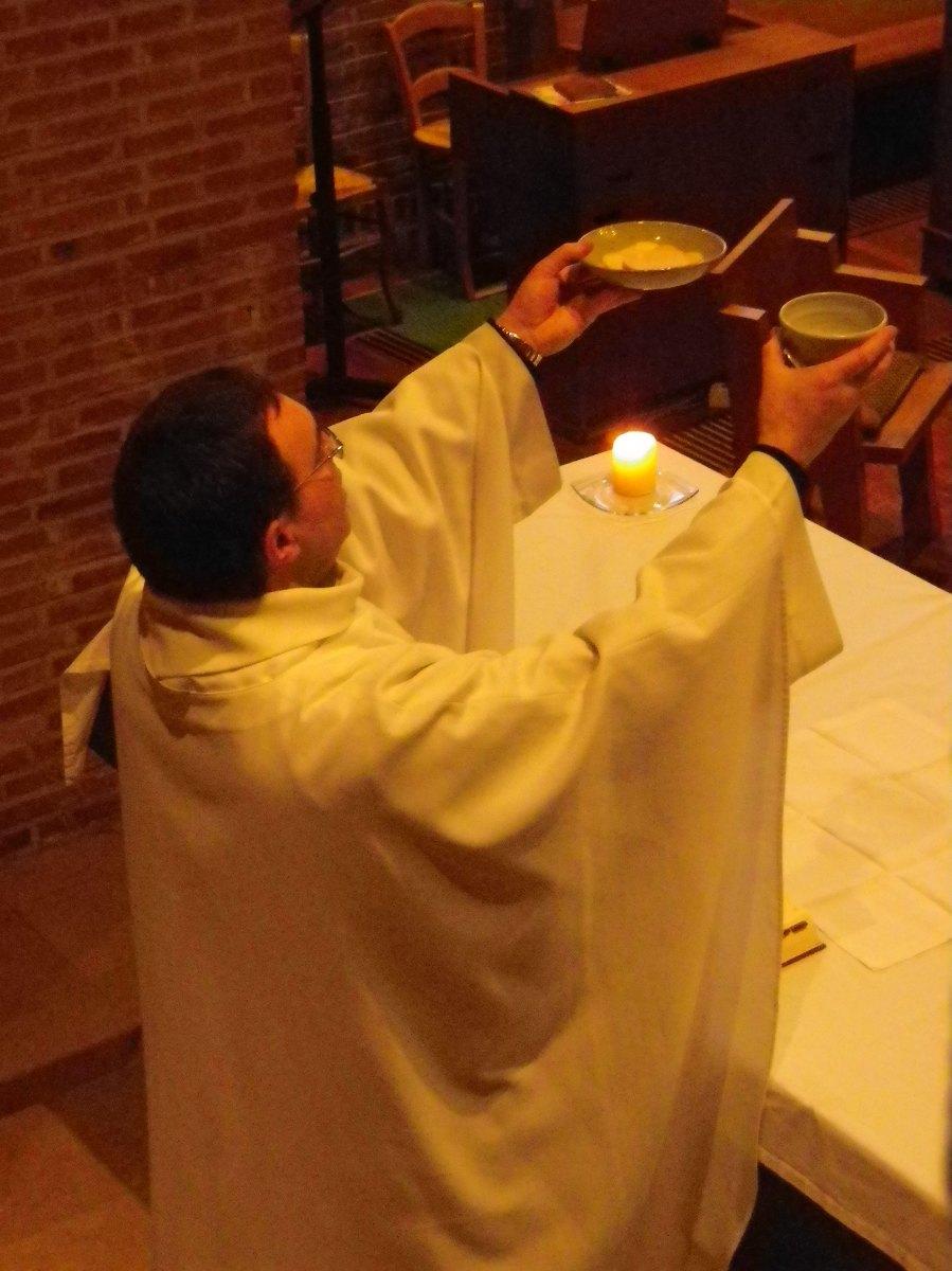 023- Pendant la messe du samedi matin...