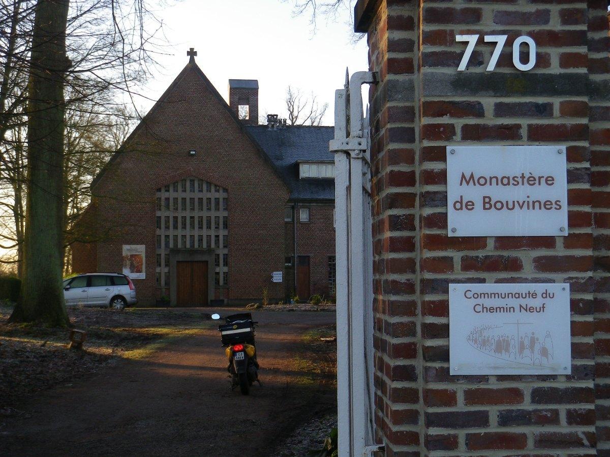 035- Le monastere de Bouvines