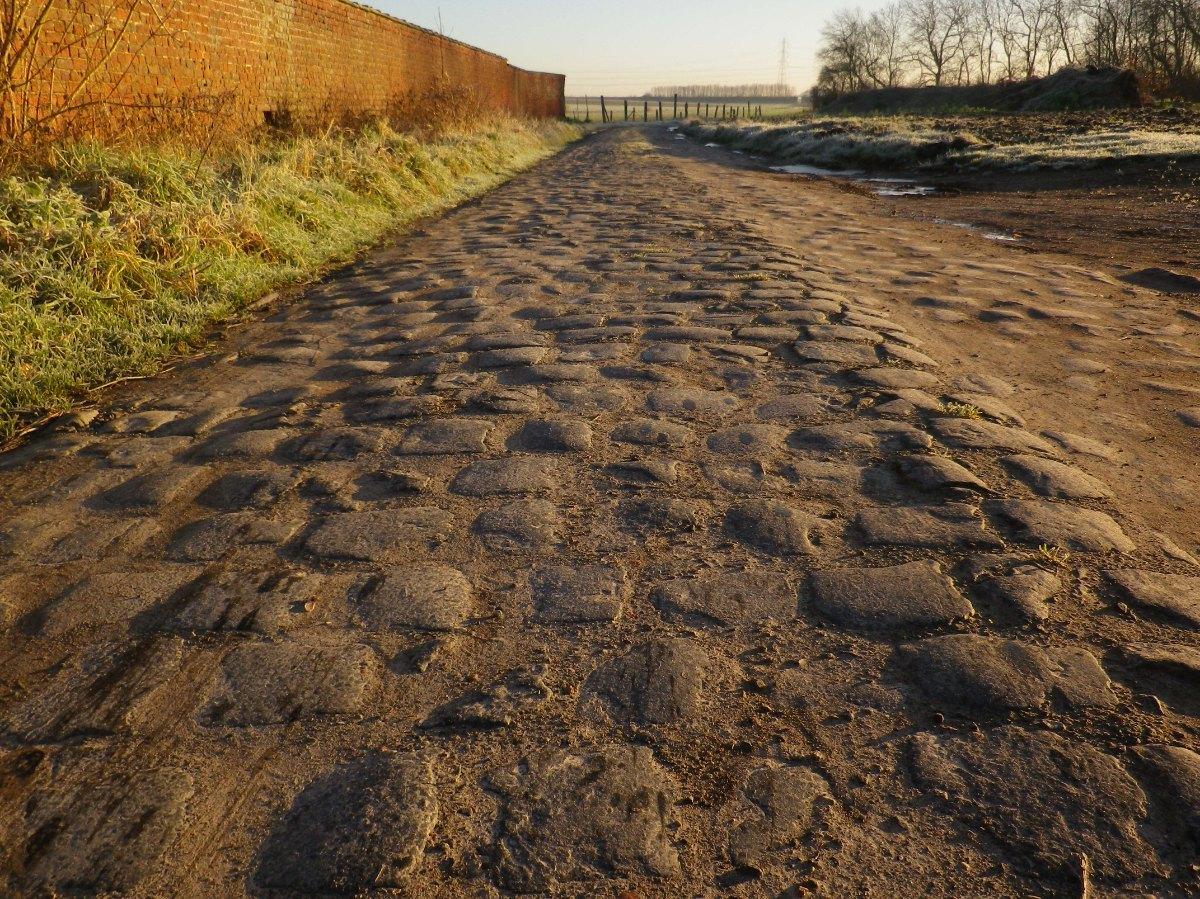 039- Chemin pave