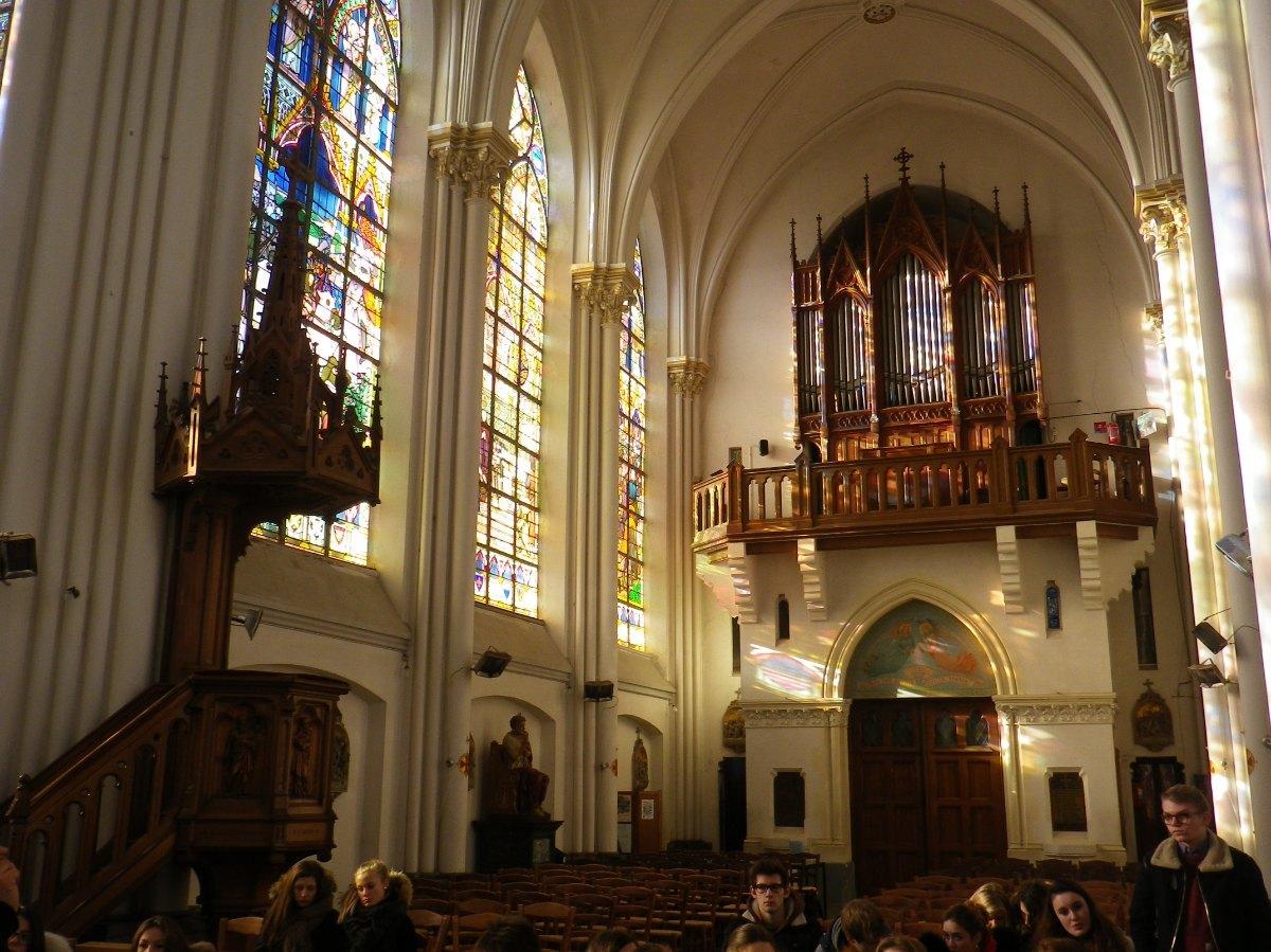 062- La nef dfe l'eglise