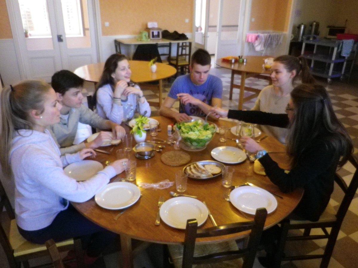 068- Pendant le dejeuner