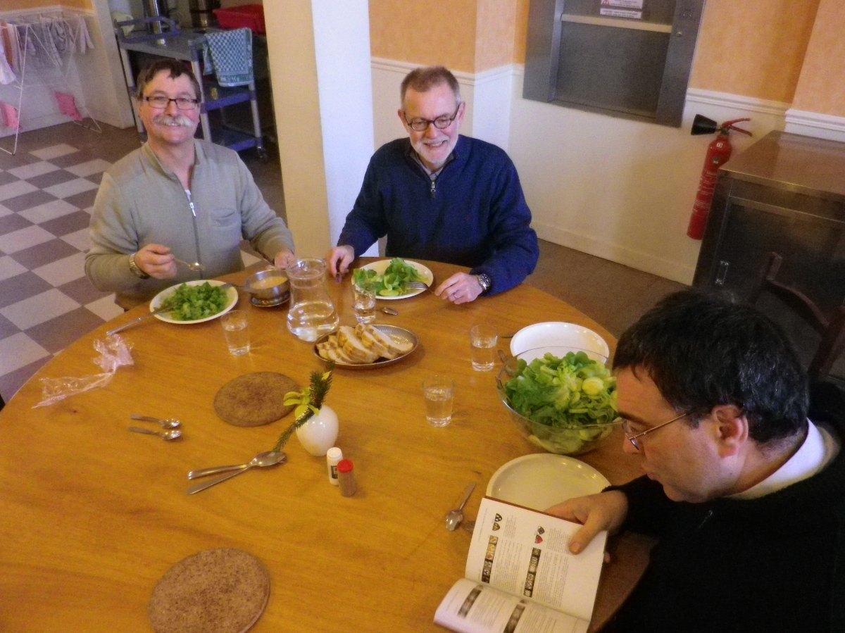 071- Pendant le dejeuner