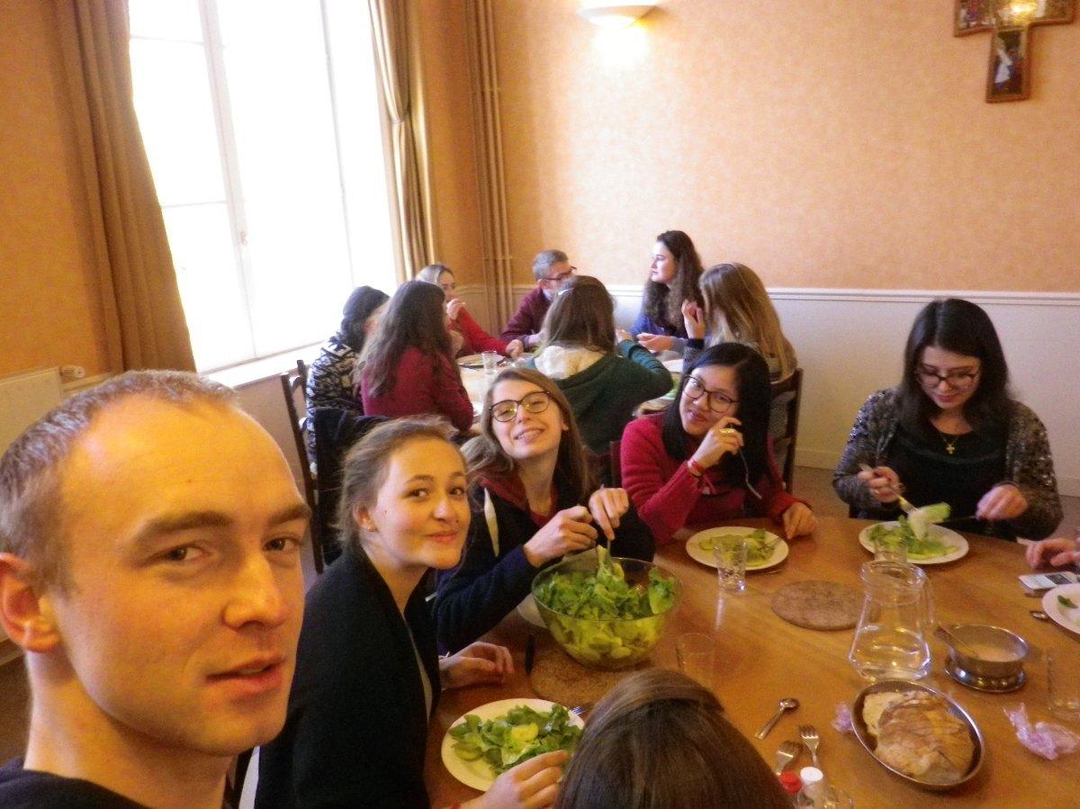 072- Pendant le dejeuner