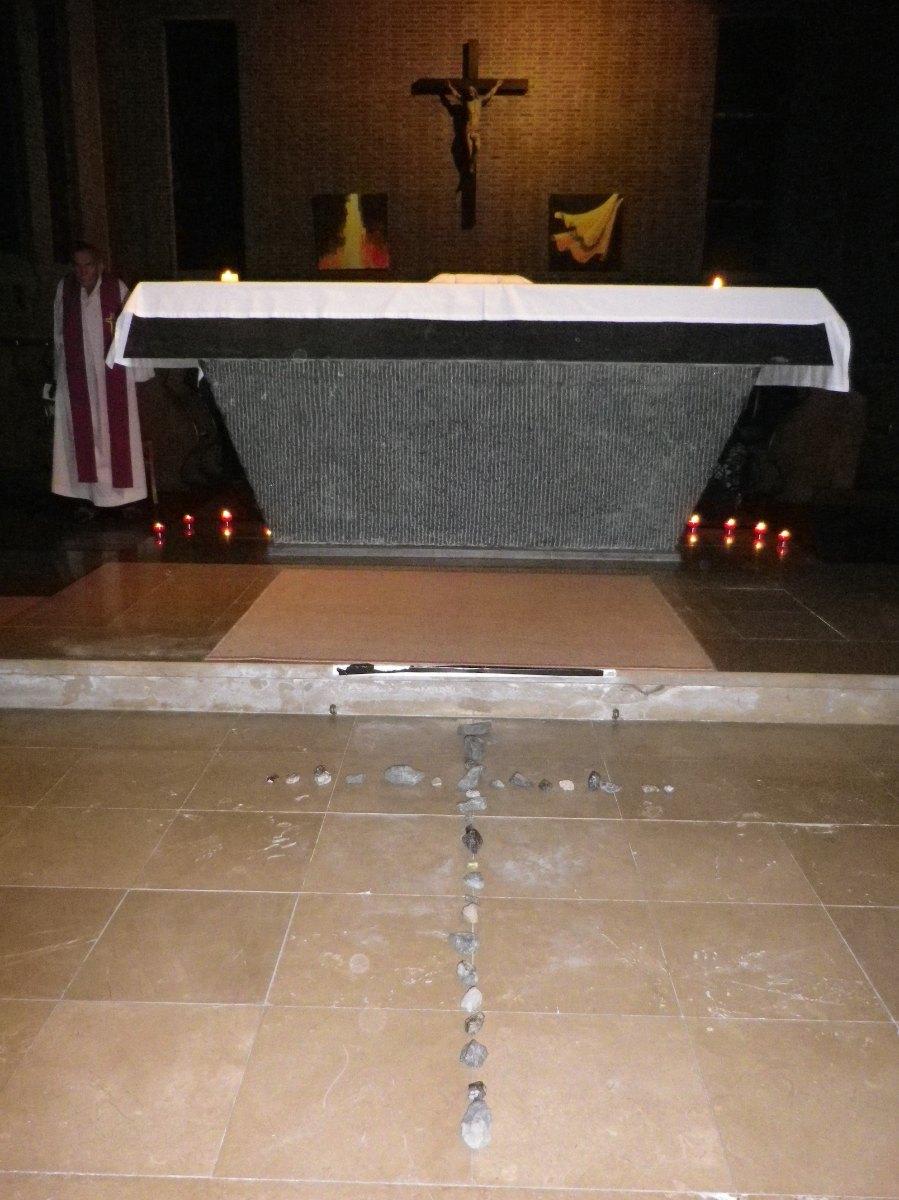 095- La croix de pierres