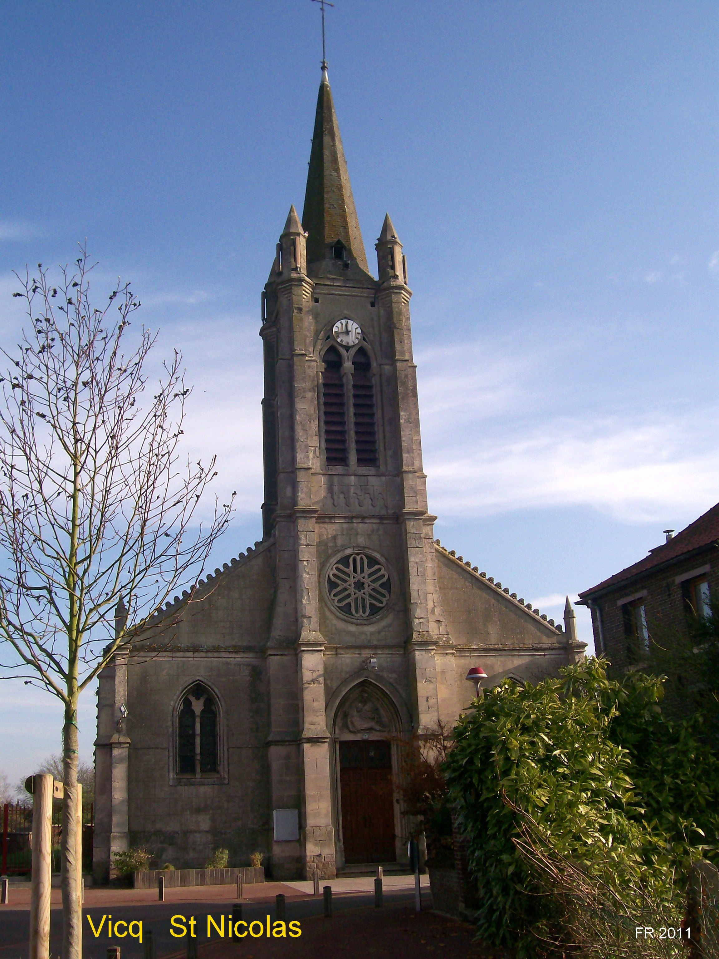 Rue de l'église (derrière la mairie)