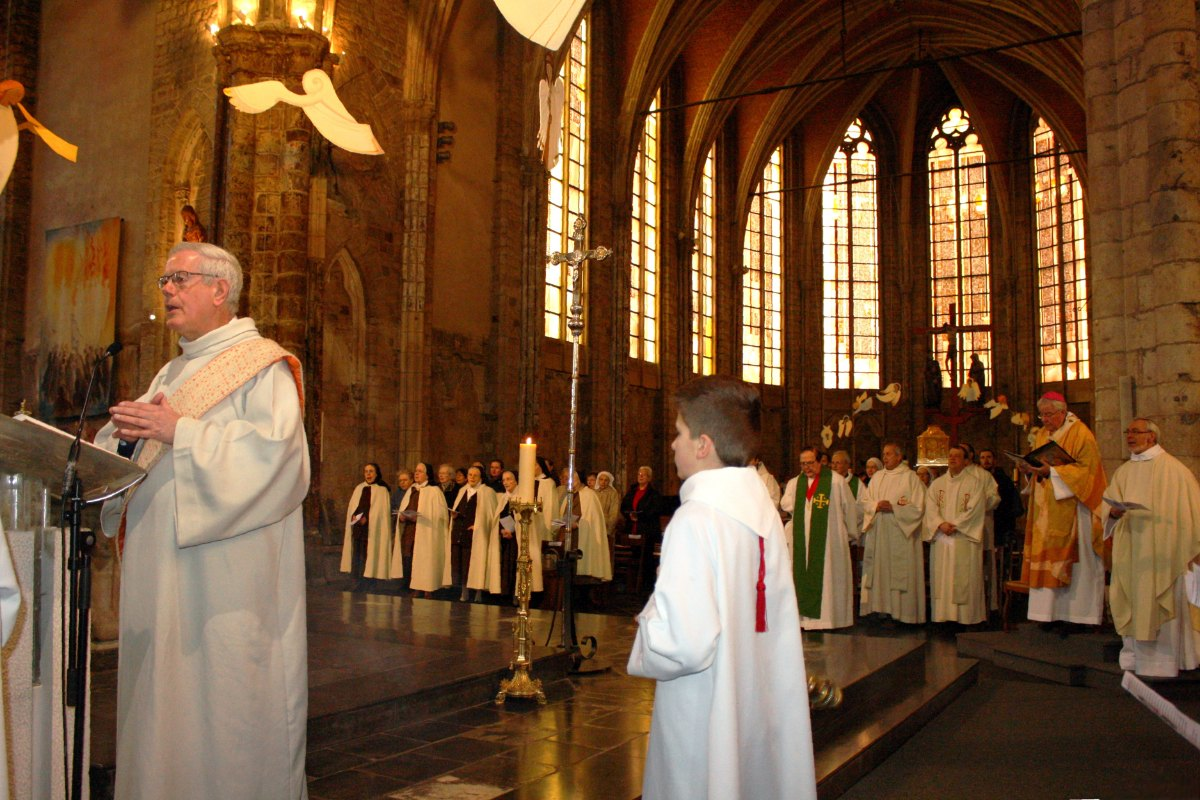 1502_Messe avec les consacrés 38