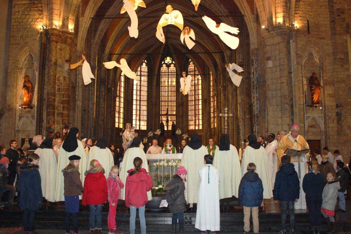 1502_Messe avec les consacrés 50