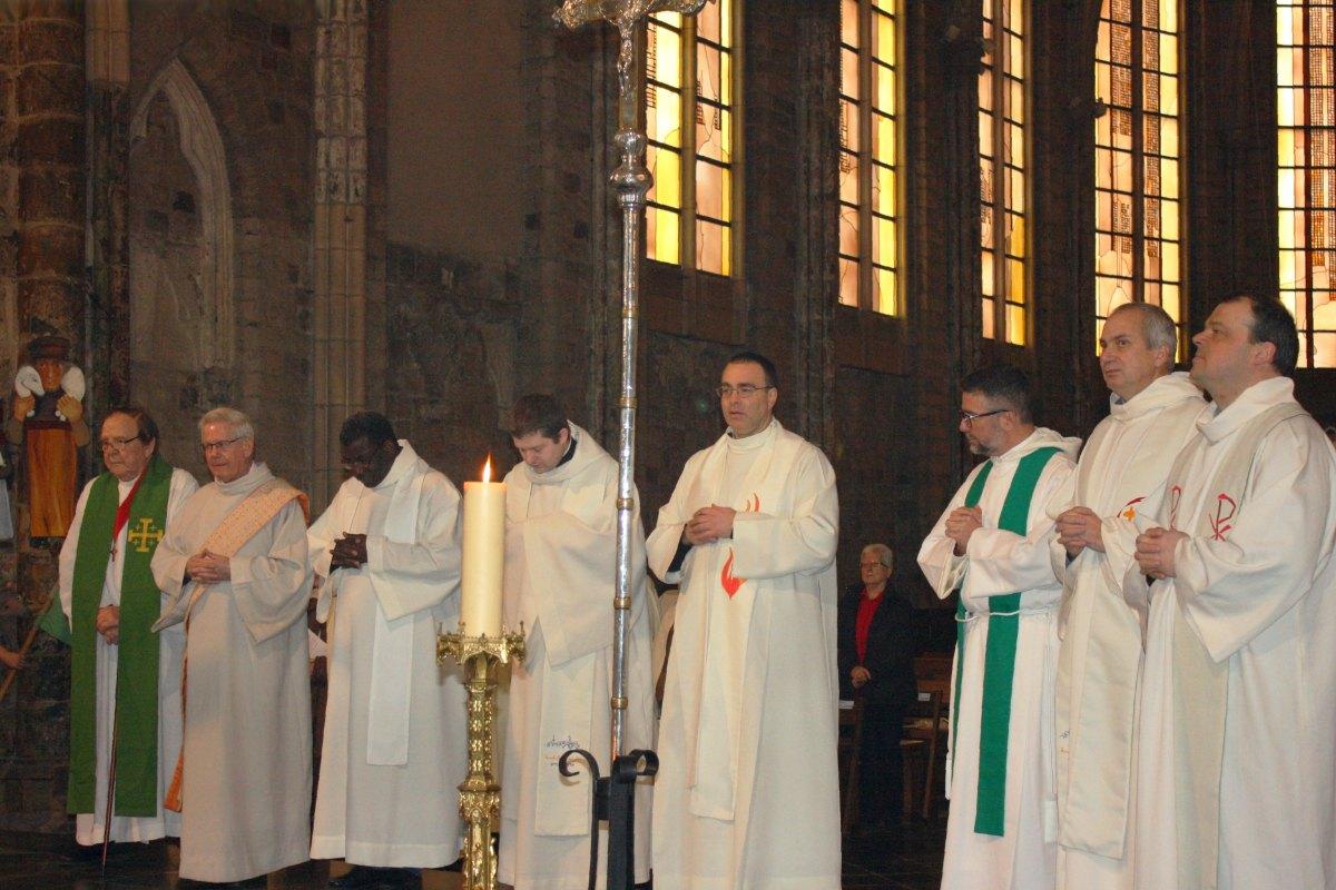 1502_Messe avec les consacrés 62