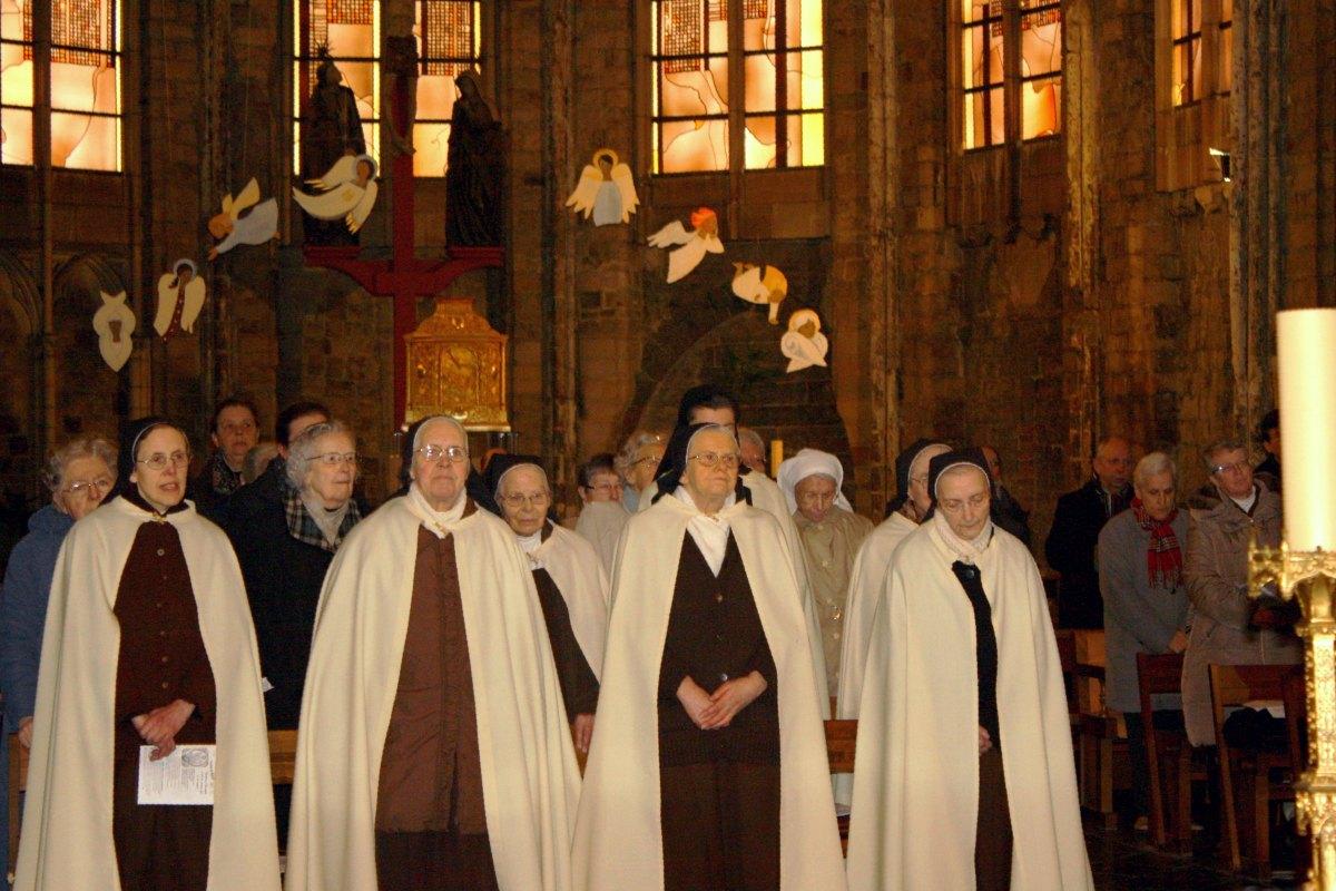 1502_Messe avec les consacrés 77