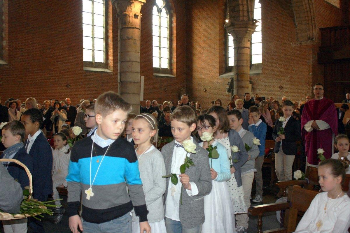 1503_1ères communions (St-Jean) 10
