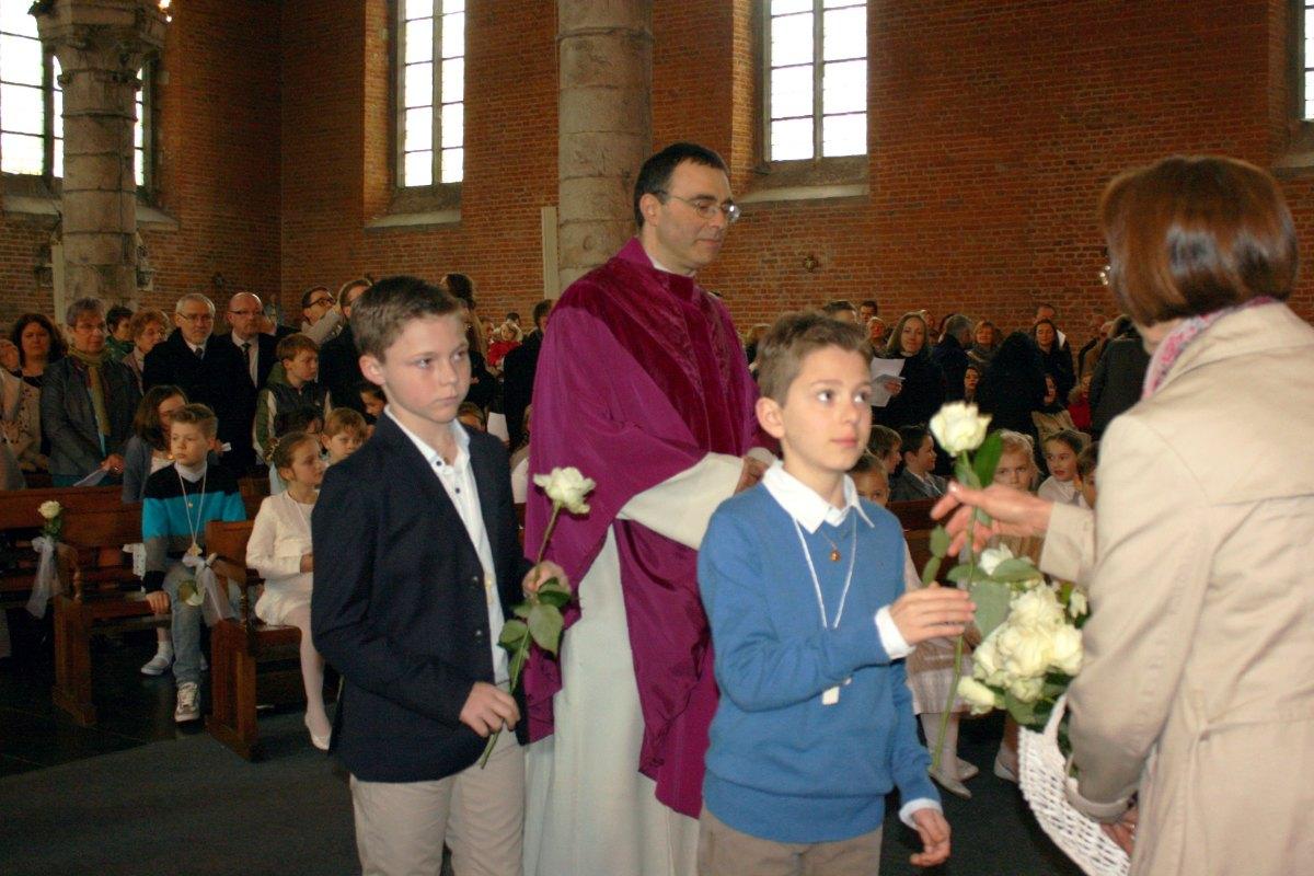 1503_1ères communions (St-Jean) 12