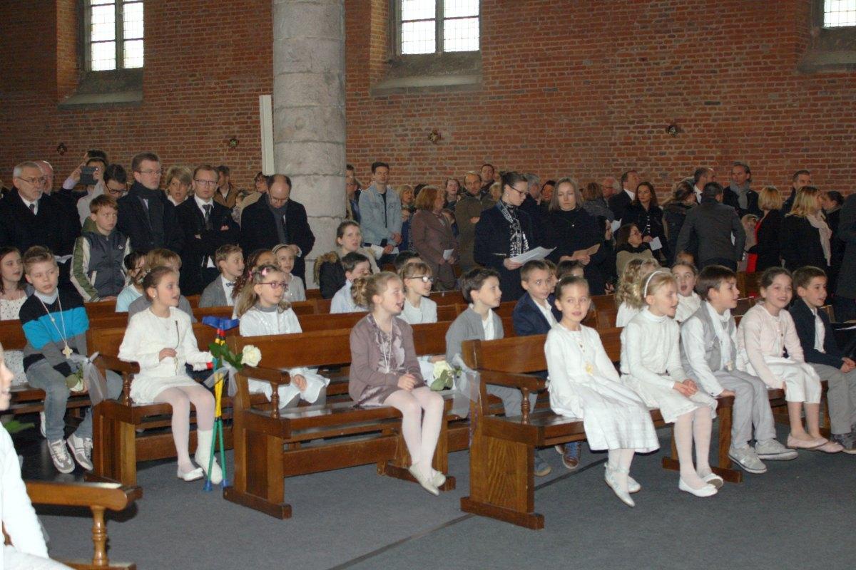 1503_1ères communions (St-Jean) 13