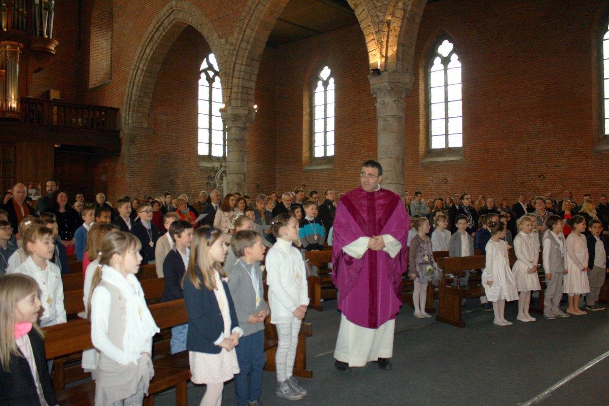 1503_1ères communions (St-Jean) 16