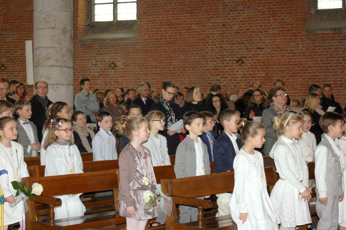 1503_1ères communions (St-Jean) 19