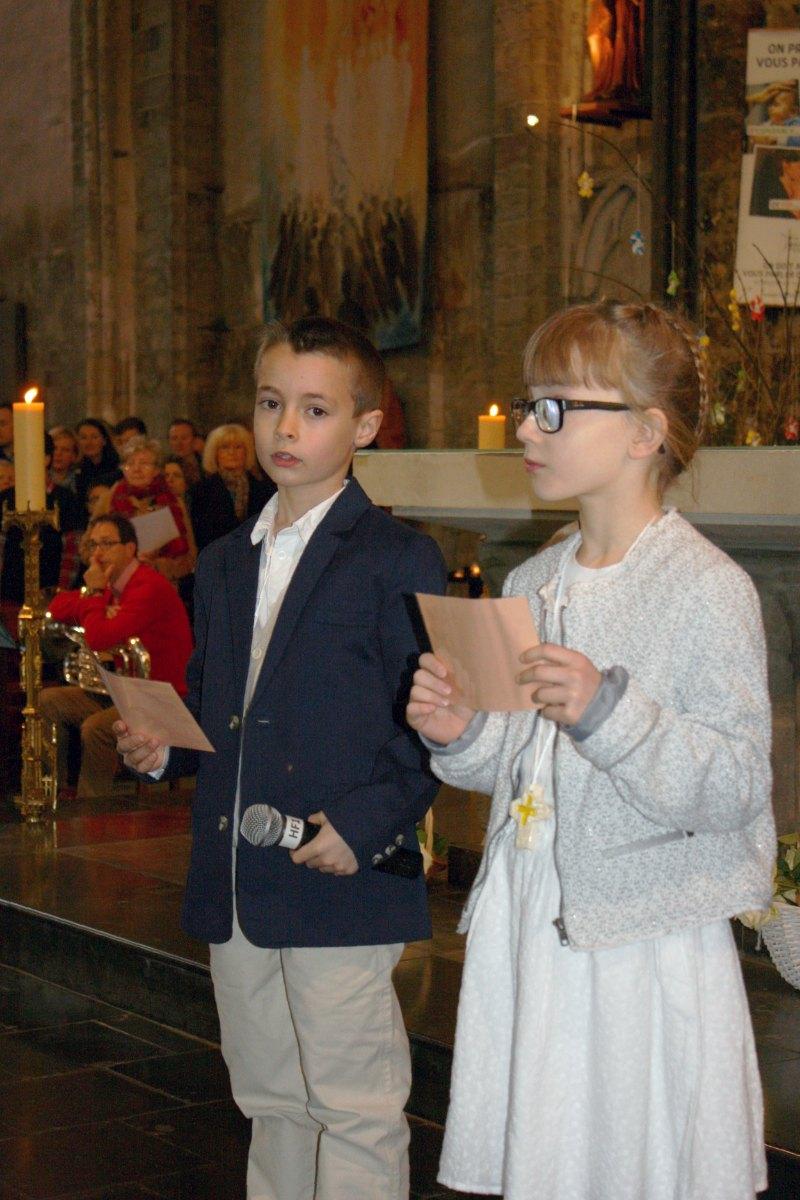 1503_1ères communions (St-Jean) 20