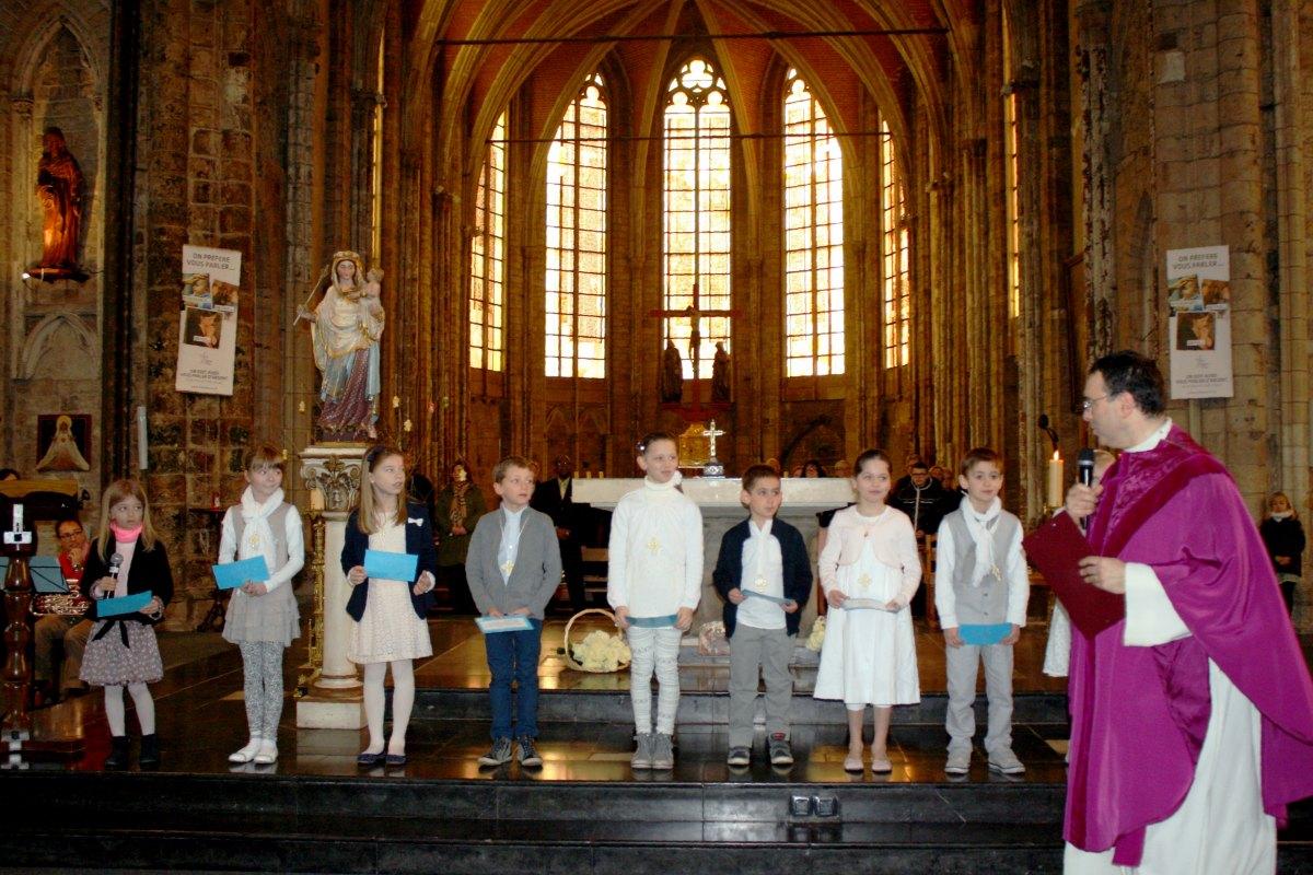 1503_1ères communions (St-Jean) 23