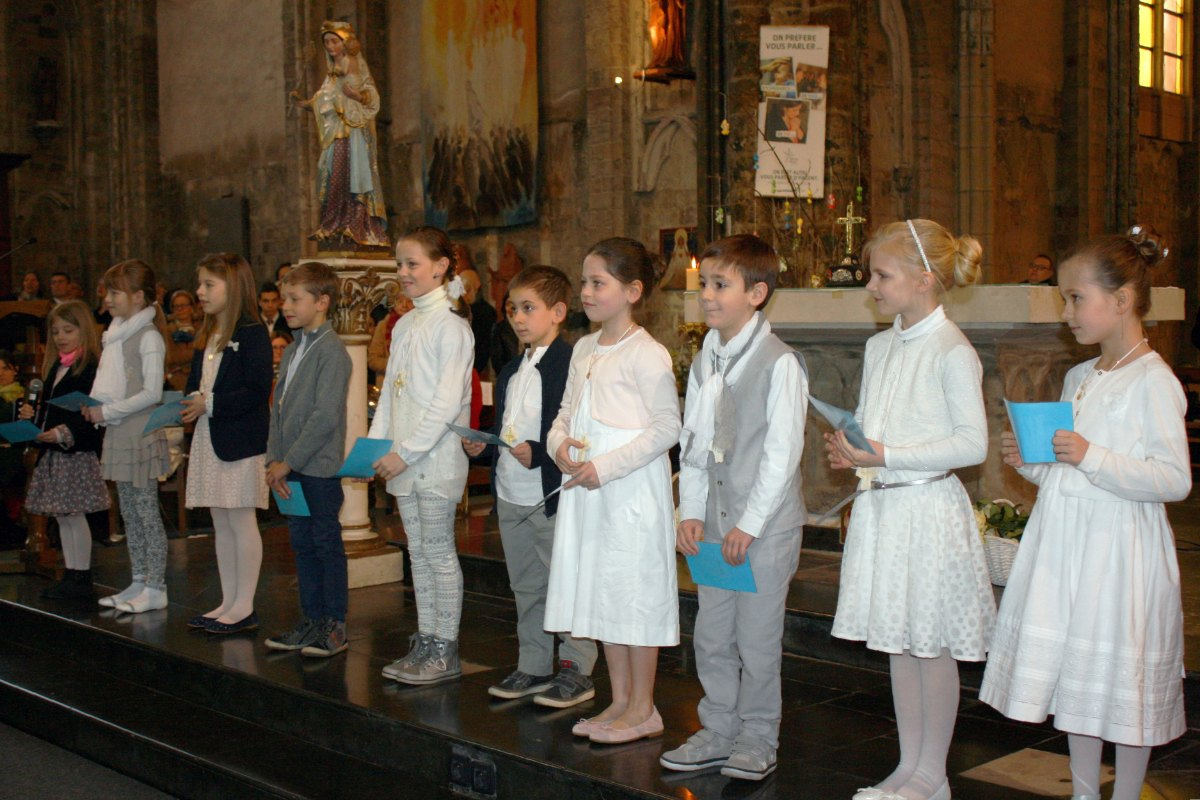 1503_1ères communions (St-Jean) 24