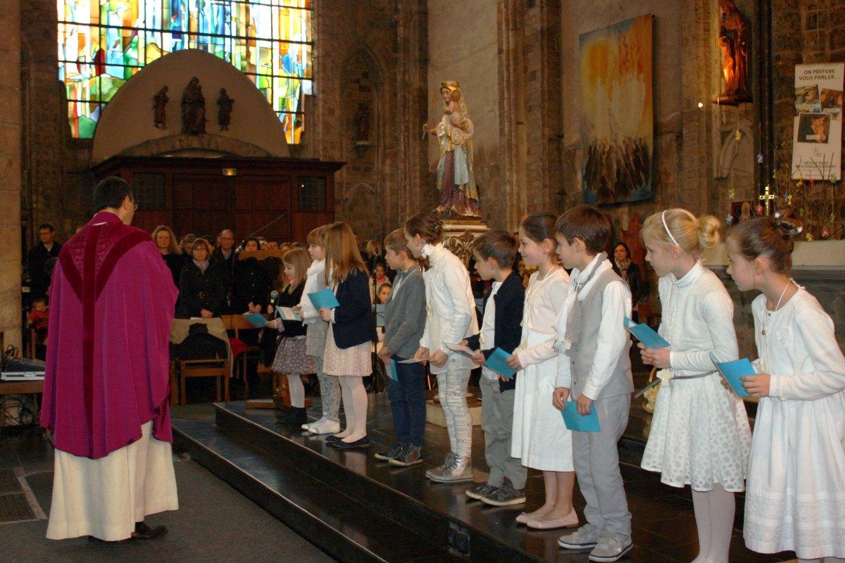 1503_1ères communions (St-Jean) 25