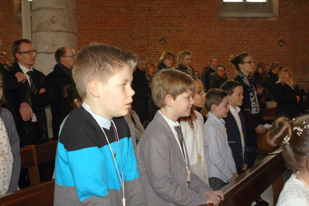 1503_1ères communions (St-Jean) 28