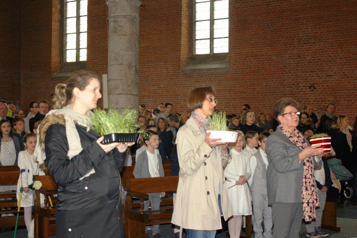 1503_1ères communions (St-Jean) 35