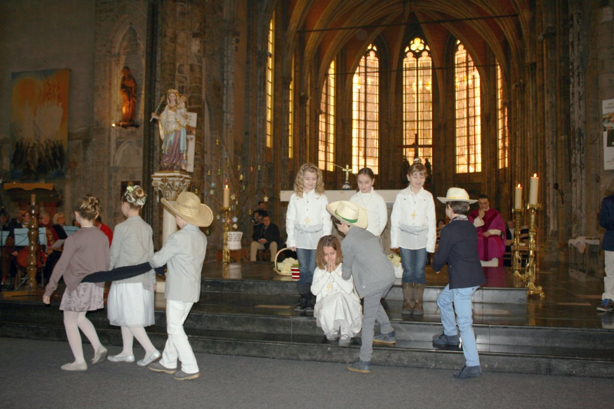 1503_1ères communions (St-Jean) 56