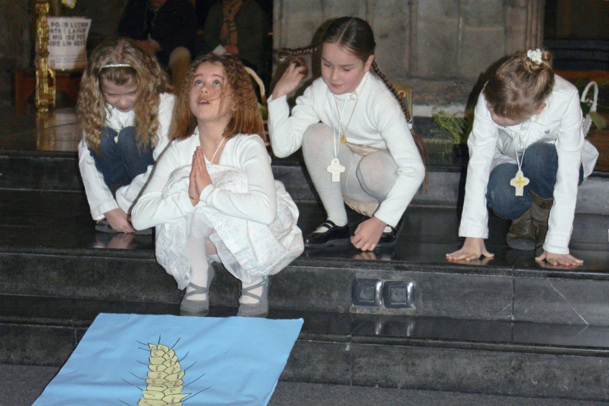 1503_1ères communions (St-Jean) 58