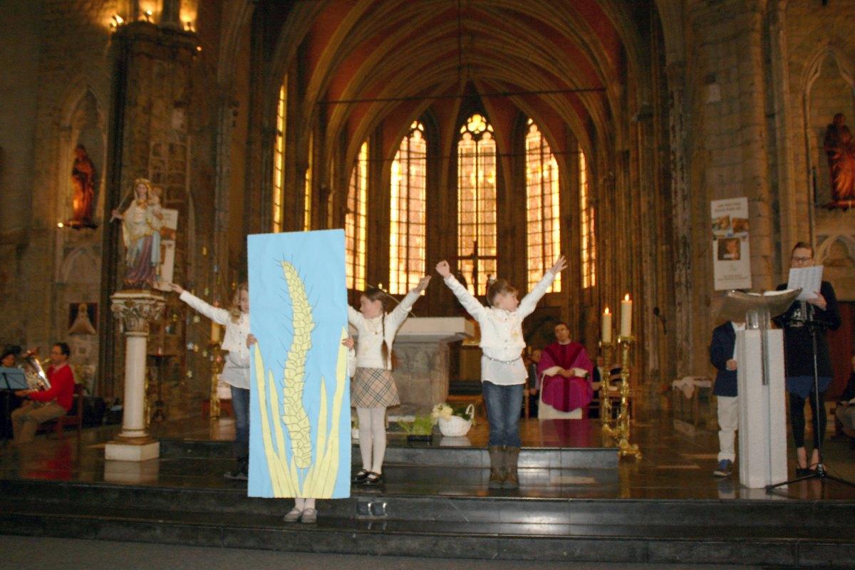 1503_1ères communions (St-Jean) 59