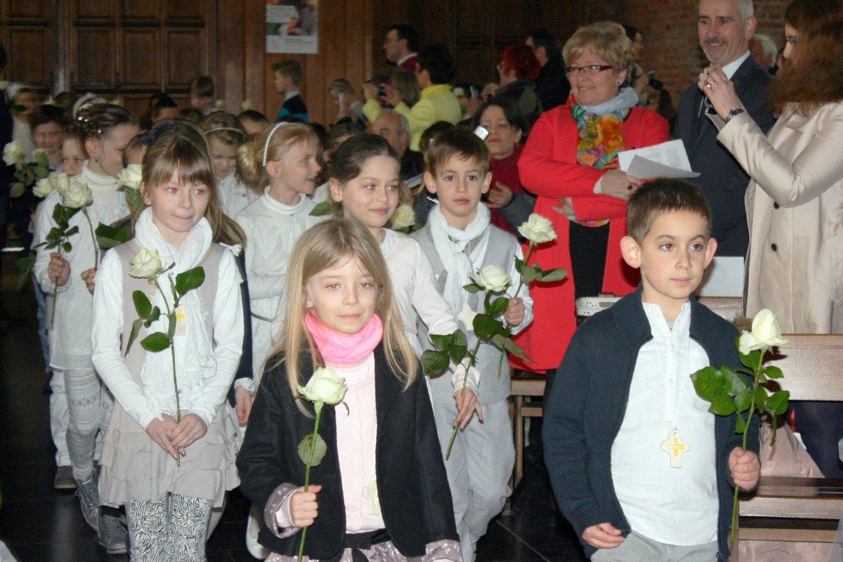 1503_1ères communions (St-Jean) 6