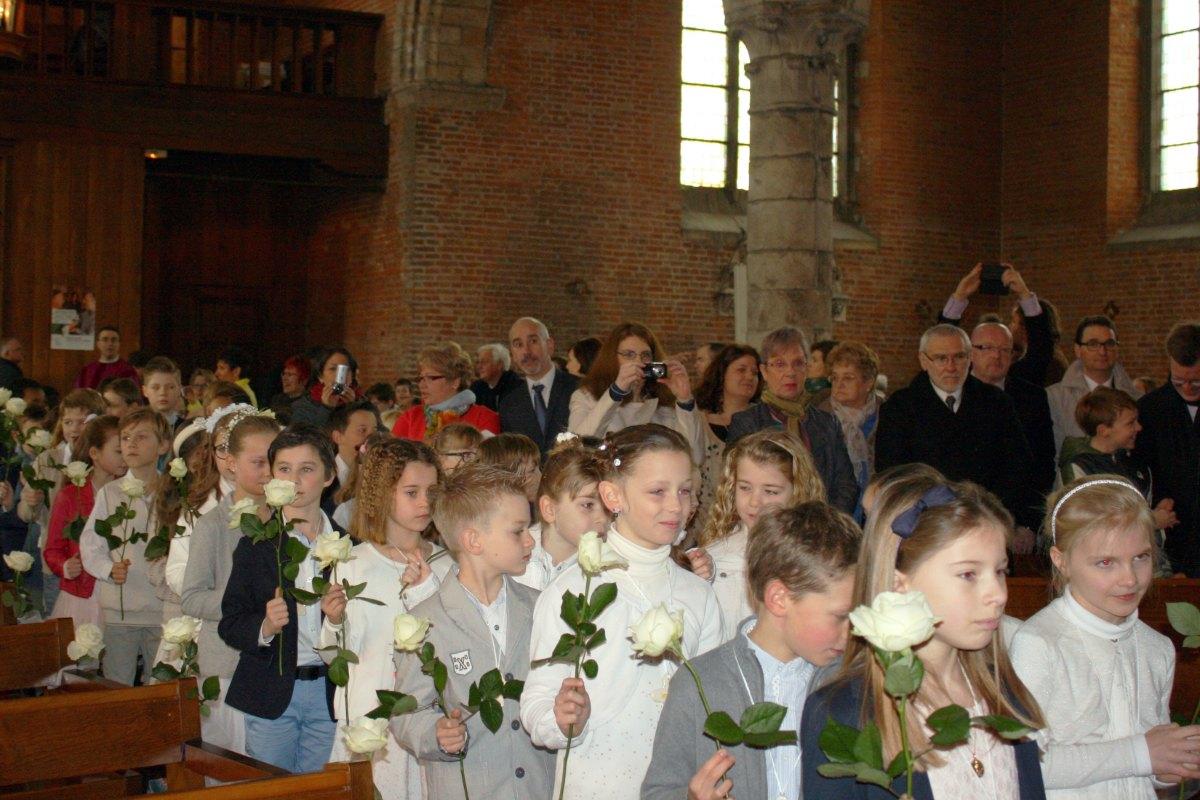 1503_1ères communions (St-Jean) 8