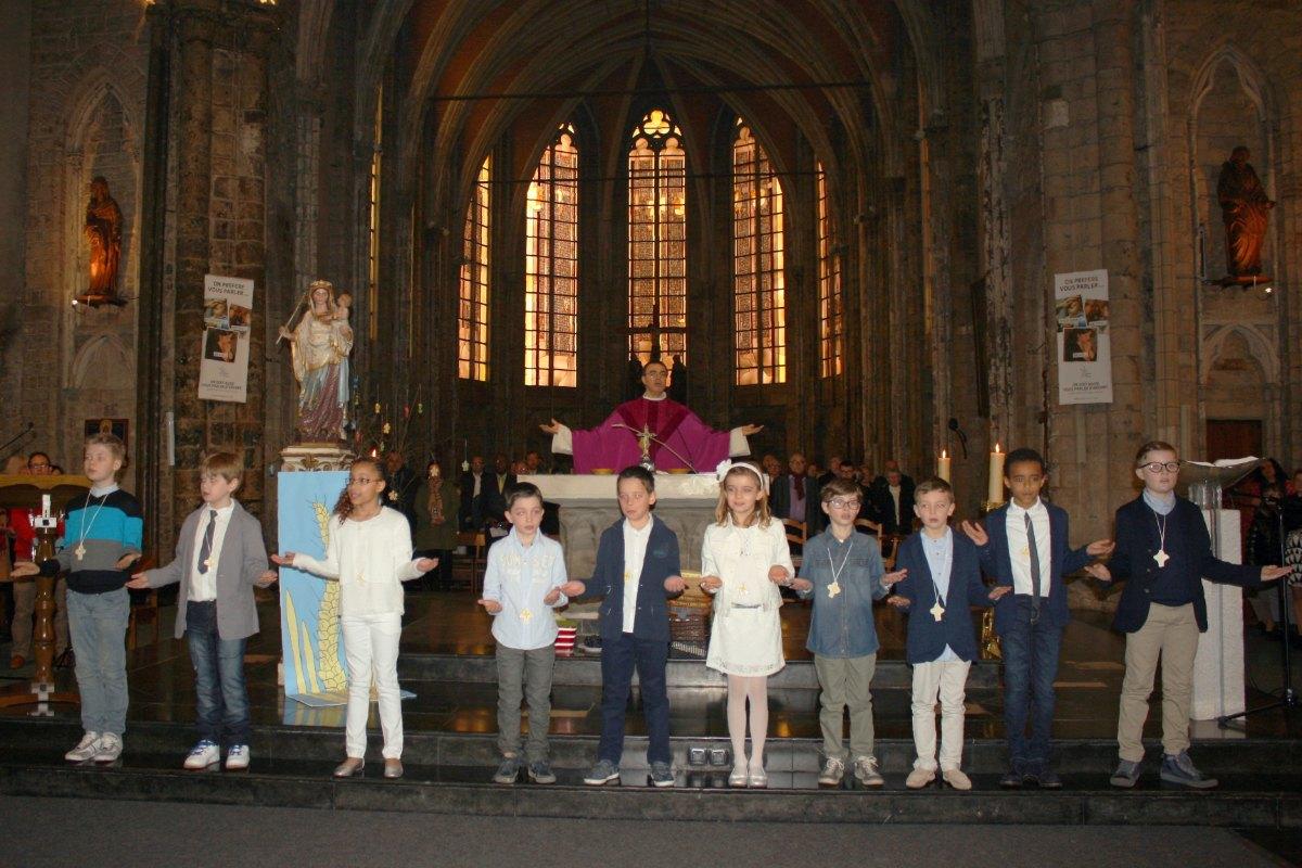 1503_1ères communions (St-Jean) 73