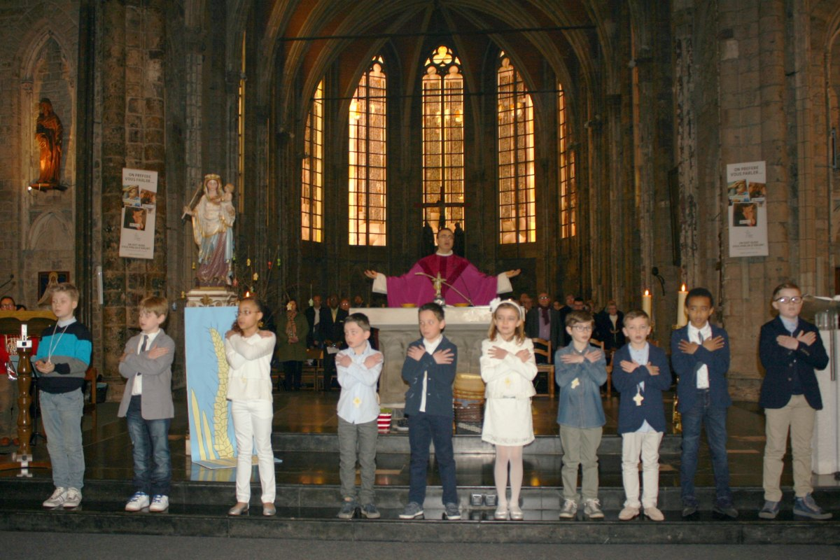 1503_1ères communions (St-Jean) 74