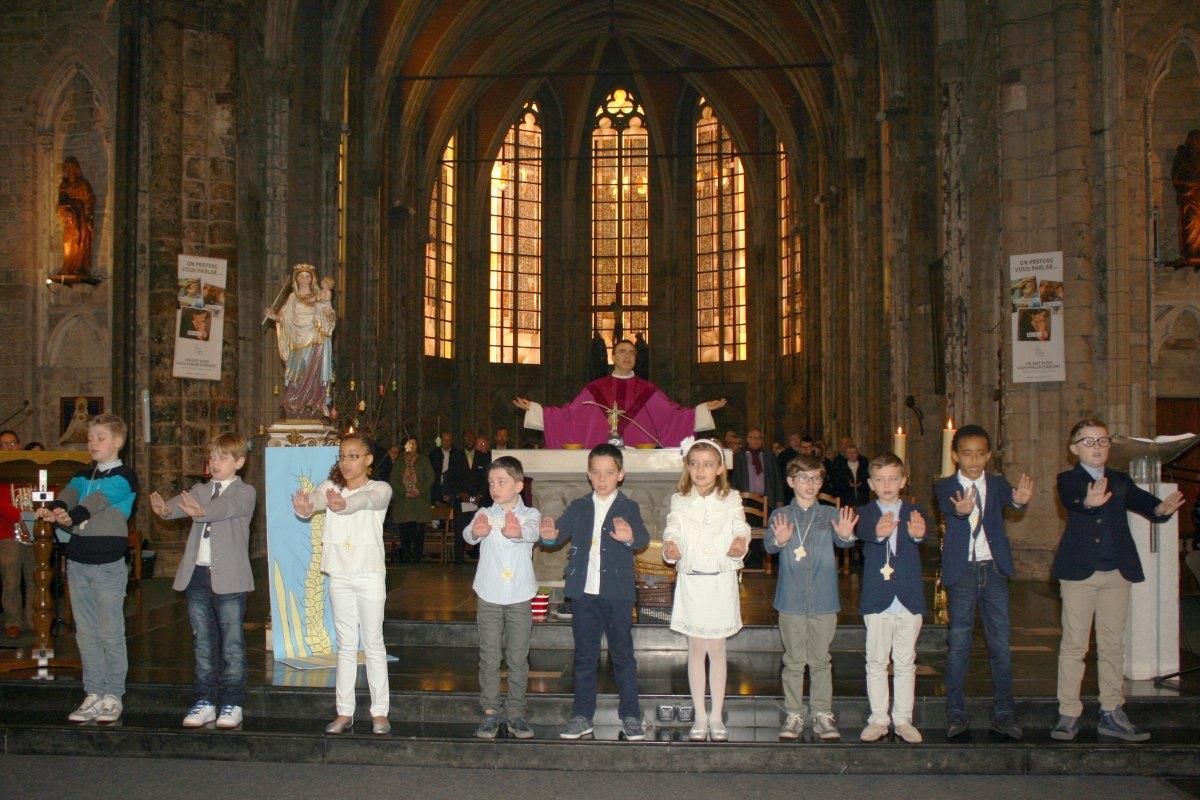 1503_1ères communions (St-Jean) 75