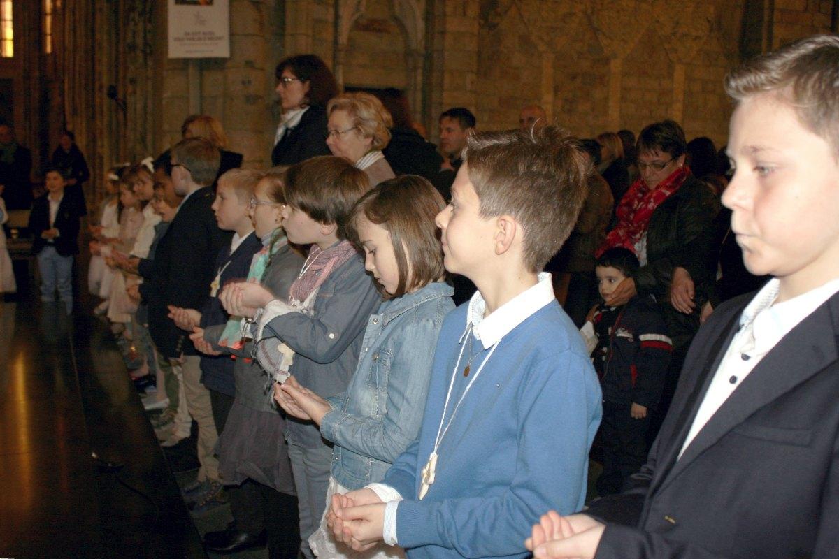 1503_1ères communions (St-Jean) 79