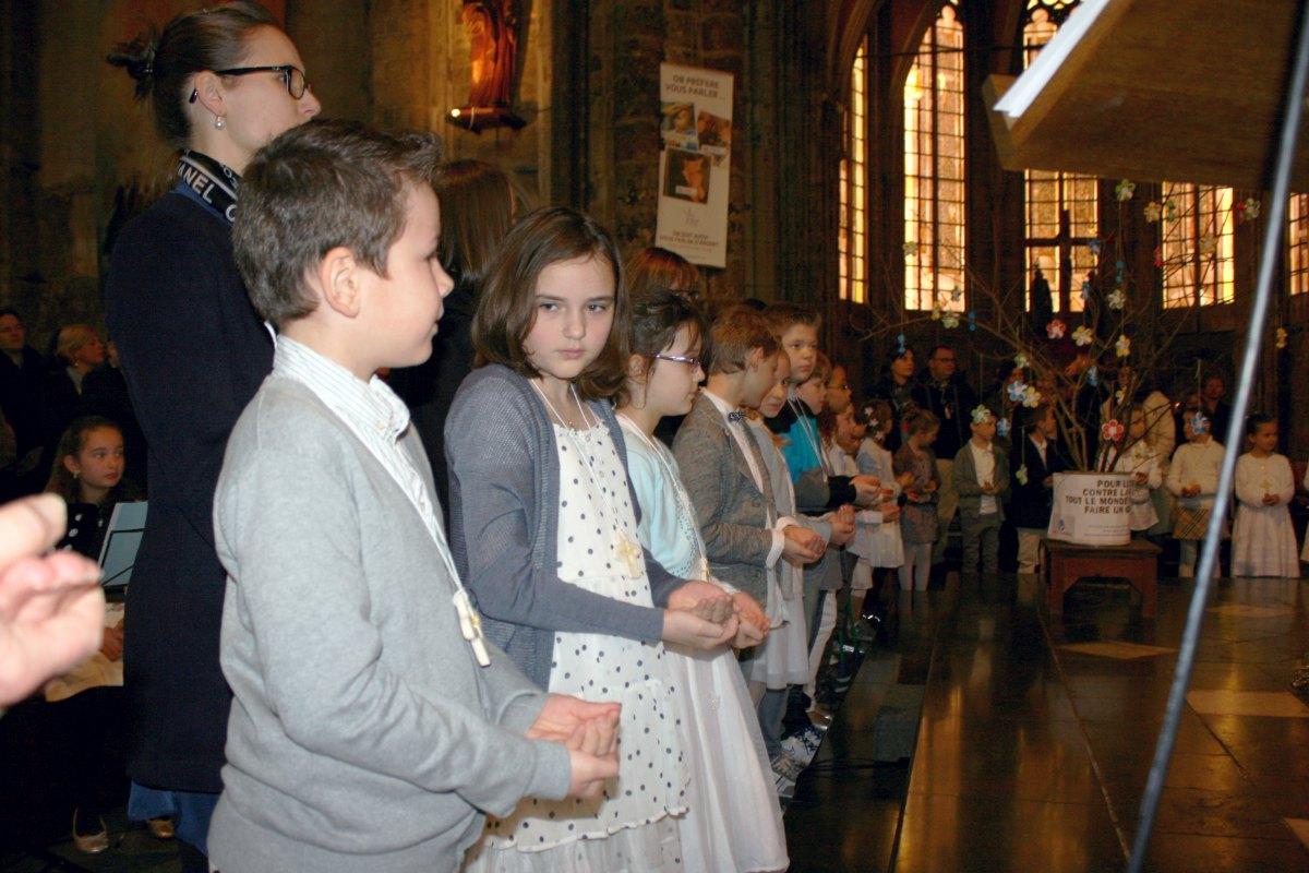 1503_1ères communions (St-Jean) 80