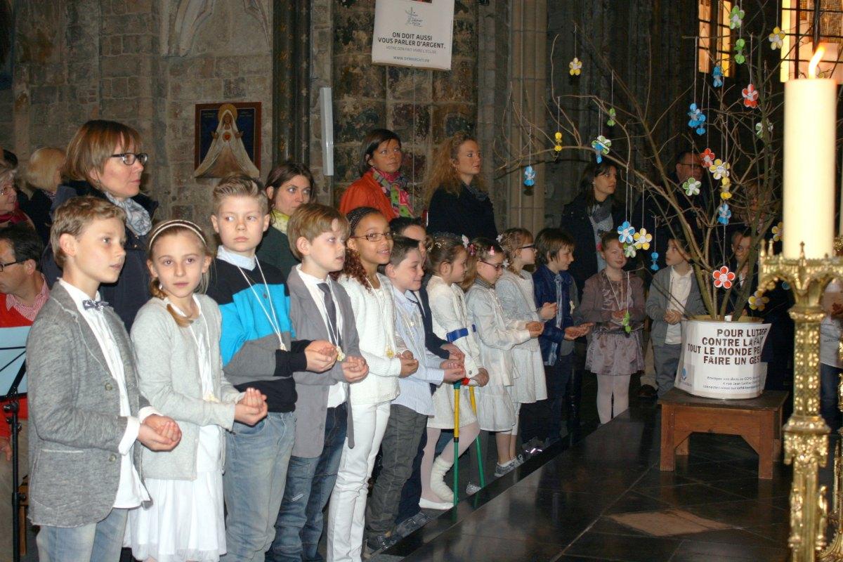 1503_1ères communions (St-Jean) 81