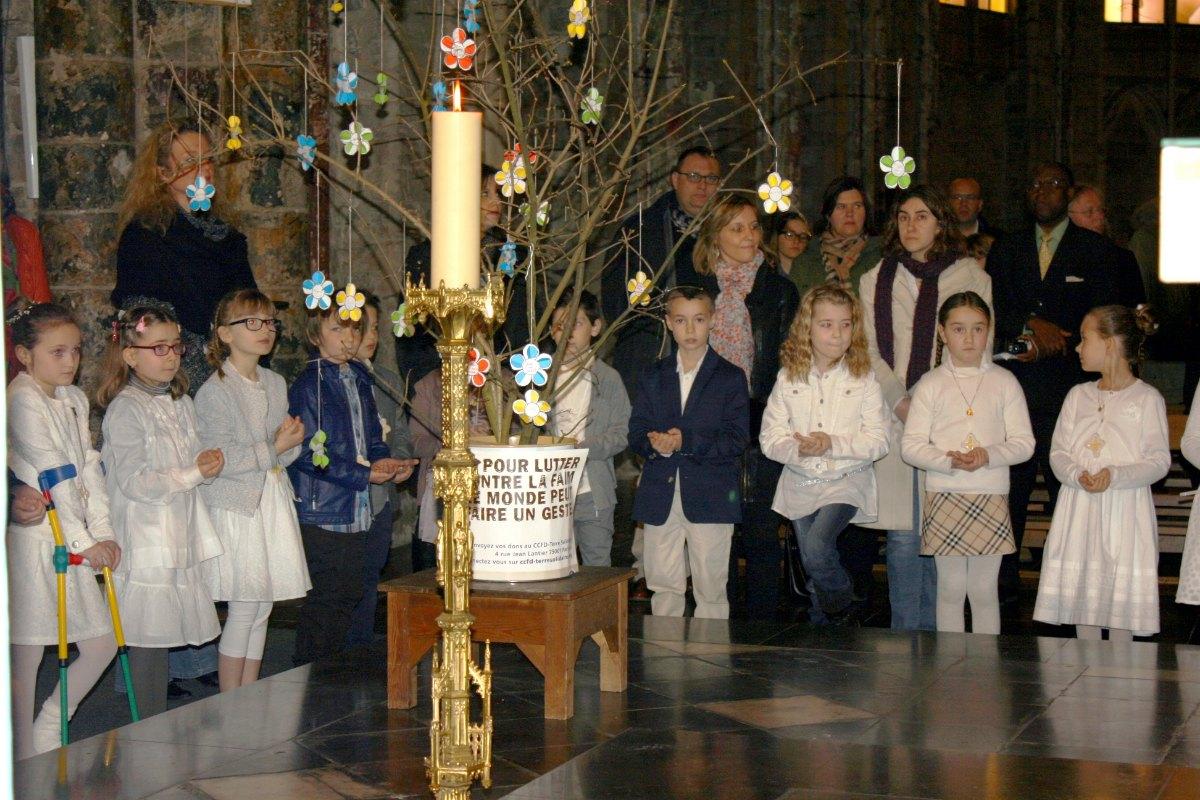 1503_1ères communions (St-Jean) 82