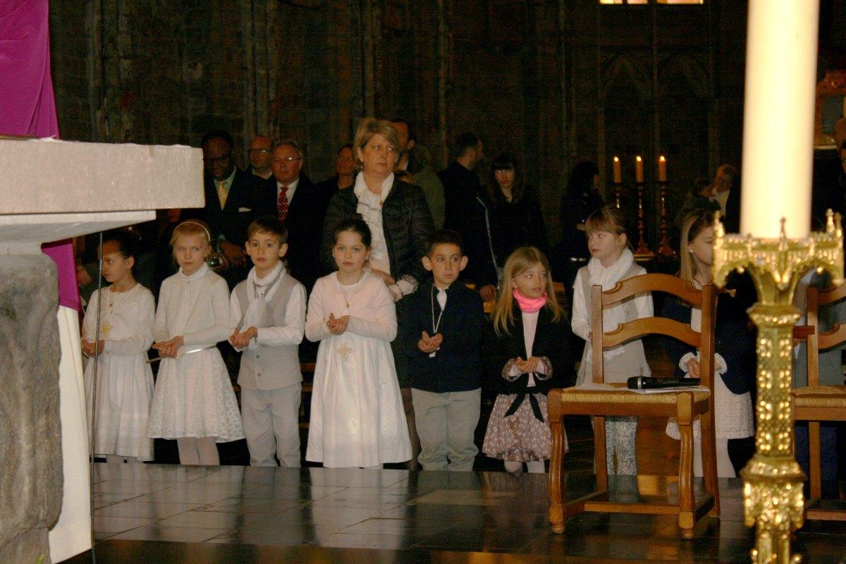 1503_1ères communions (St-Jean) 83