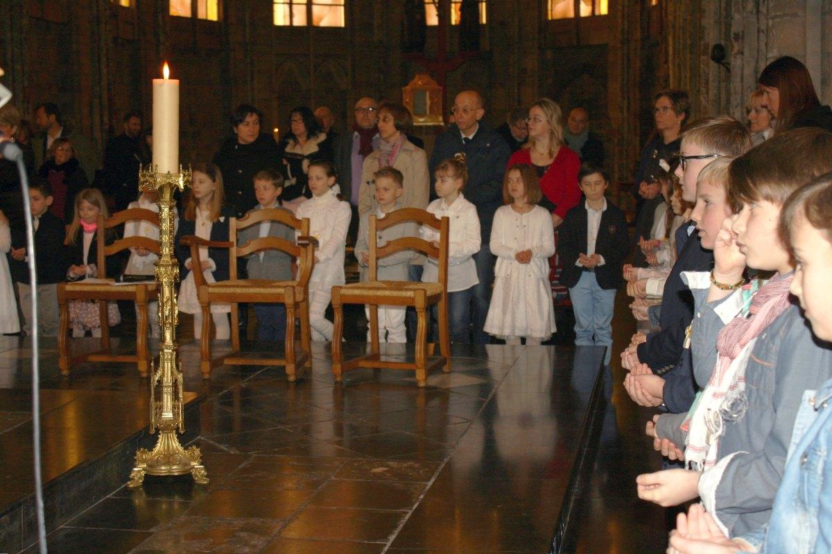 1503_1ères communions (St-Jean) 84