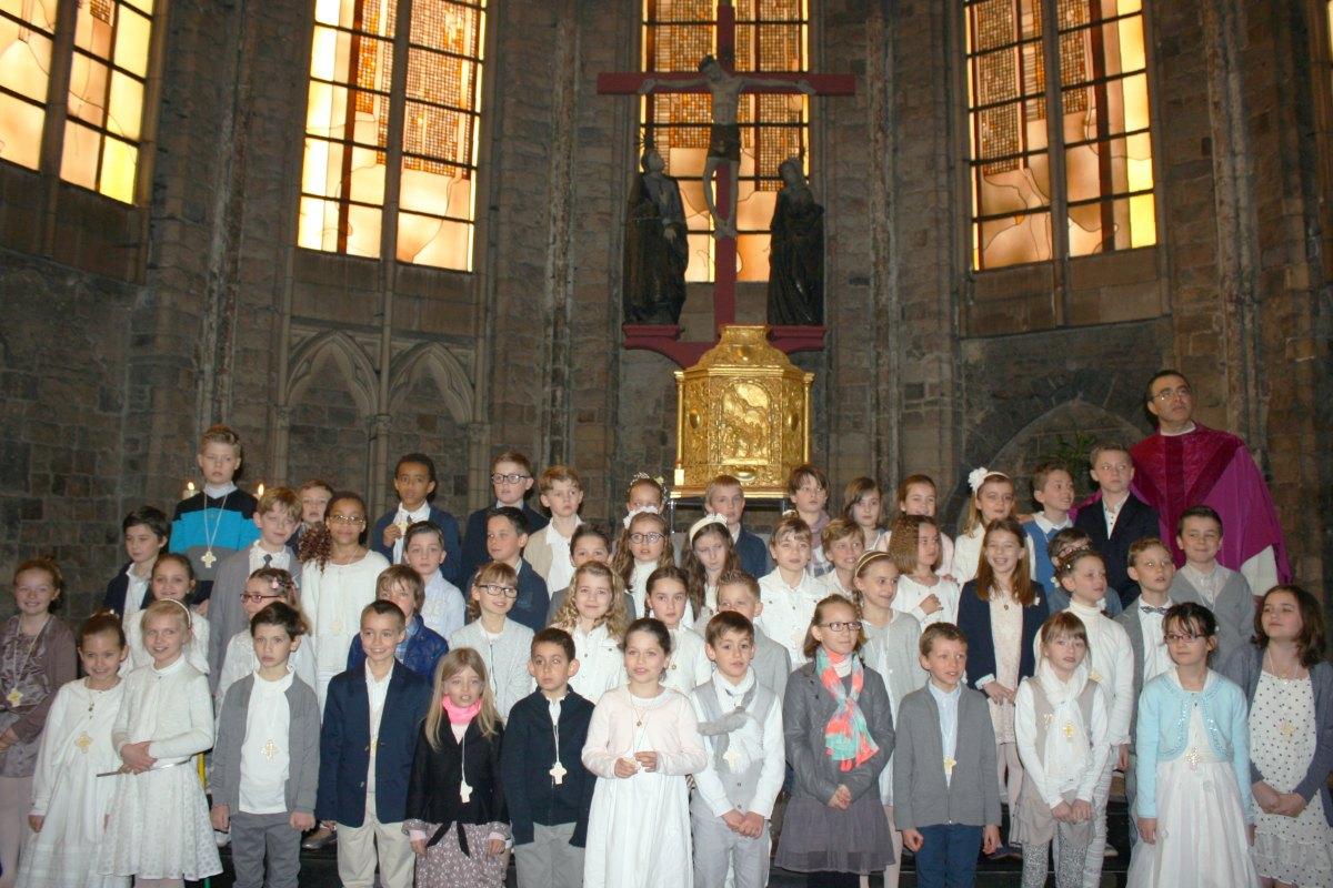 1503_1ères communions (St-Jean) 90