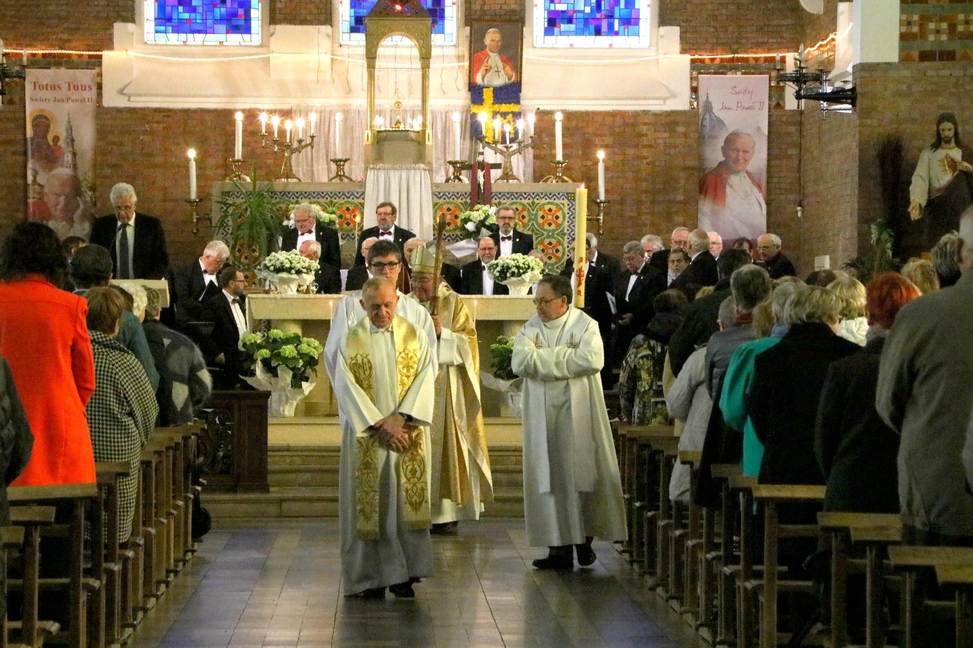 1704_90 ans de la consécration de NDMW_Messe 4