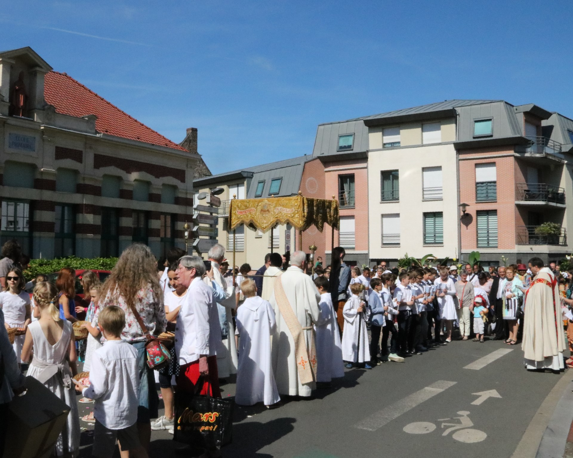 1806_Vignette Fête du St-Sacrement_Procession 3