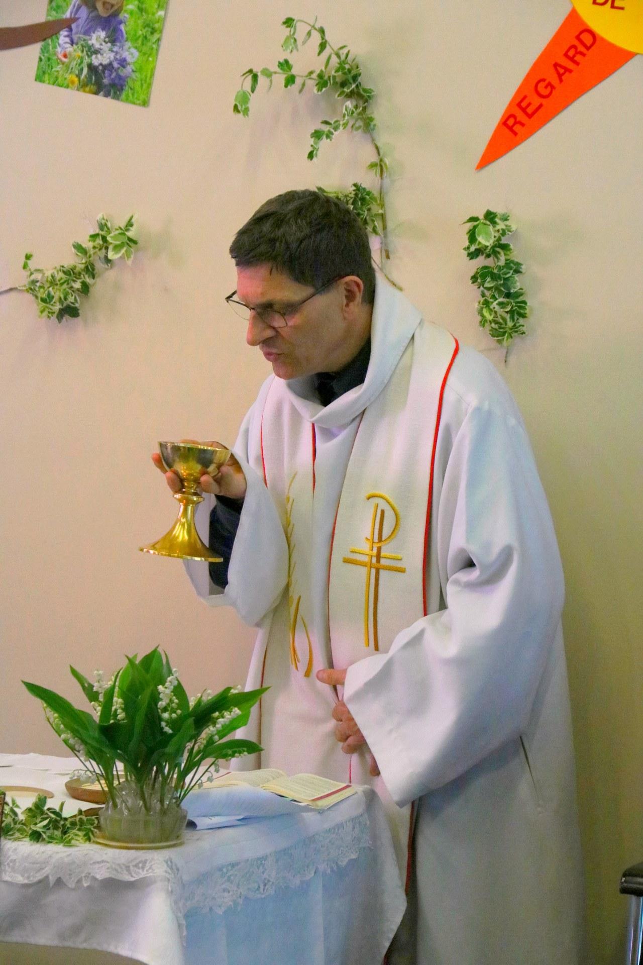1904_Eucharistie pascale au CHD 27