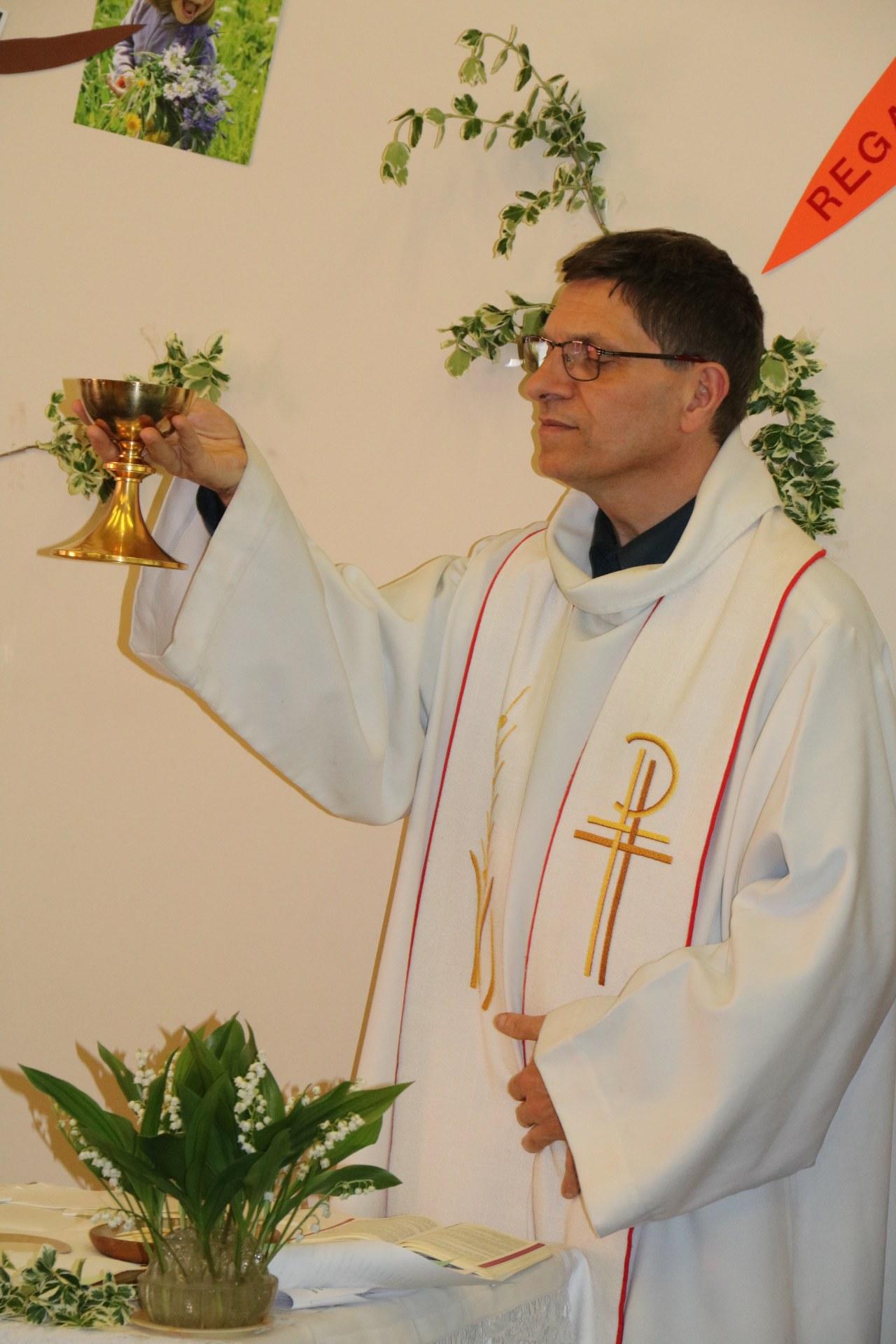 1904_Eucharistie pascale au CHD 28
